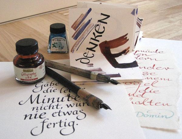 Atelier Eickhoff - Bild mit Tusche, Federn und Schriftübungen